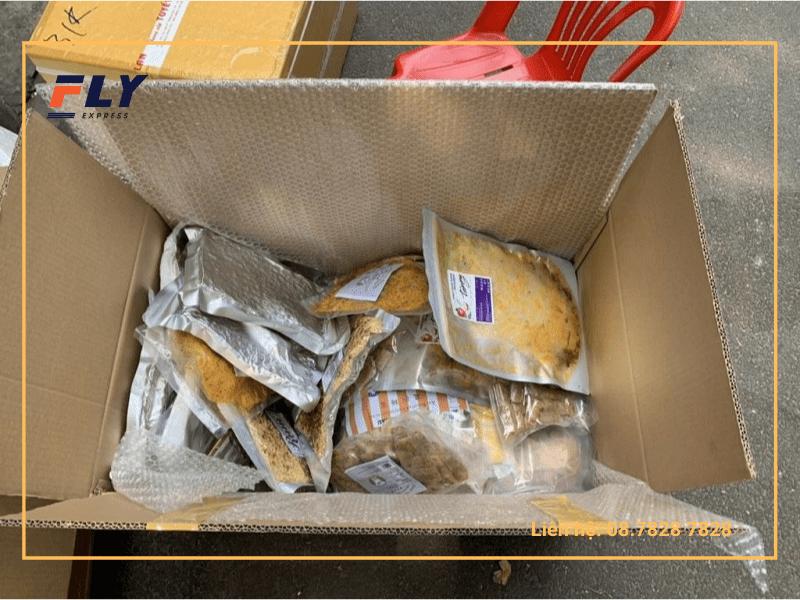 Hàng hóa đóng gói chuyển phát nhanh đi Angola